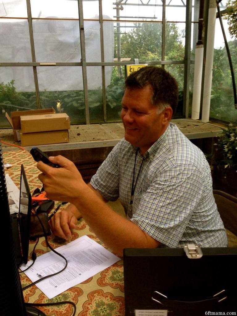 5 ideas for a better garden tour for Straw bale gardening joel karsten