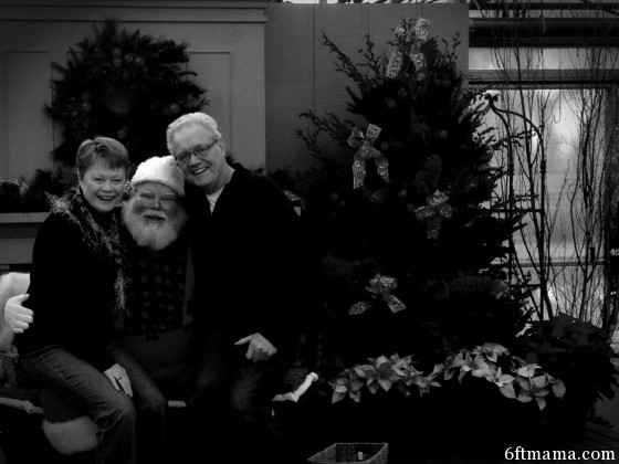 mom and dad noir santa photo 6ftmama.com