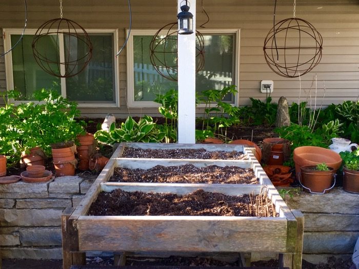 Francy's Raised Planter Bed from Craigslist 6ftmama blog